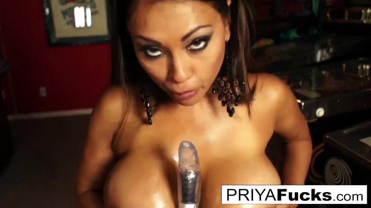 Hottest game in the arcade is Indian MILF Priya's tight pussy video