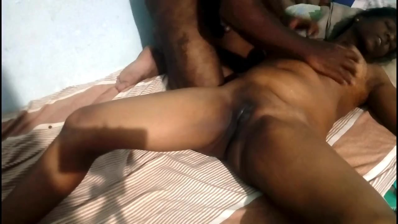 Nude Indian aunty sex on Bed for free